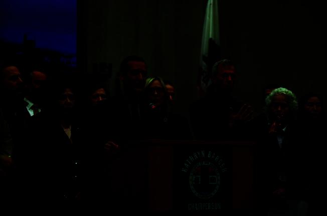 洛杉磯市長賈西提(Eric Garcetti)警告疫情高峰即將到來。(取自市長辦公室網站)