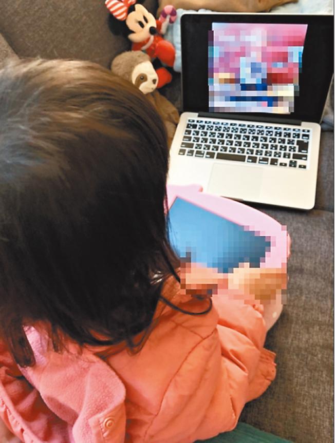 區學校停課時間長達七周,小孩都只能在家裡接受遠距教學。(記者江碩涵/攝影)