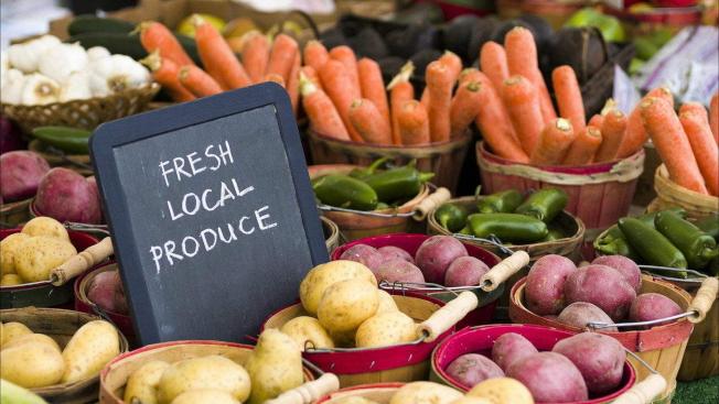 冬季花園農夫市場提供線上採購,定點得來速取貨服務。(Saline農夫市場提供)