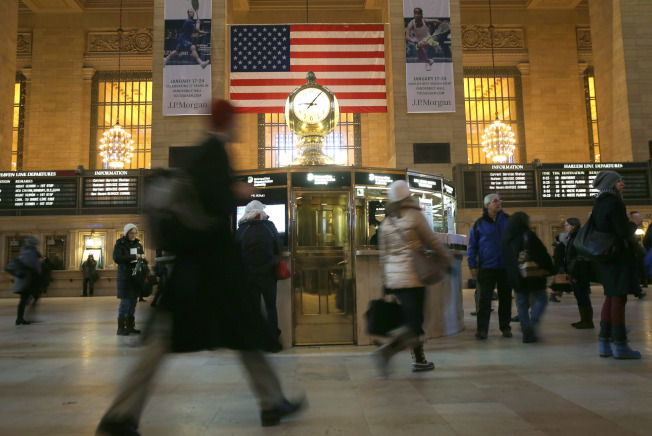 崔志強醫師建議對車站人流做體溫篩查。圖為紐約大中央車站。(Getty Images)