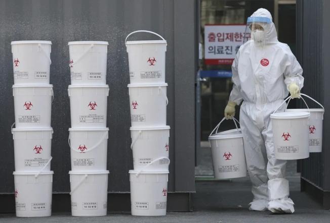 美國CNN報導,南韓慶尚北道清道郡一名96歲黃姓(音譯)婦人於本月13日確診新冠肺炎,並在25日完全康復,是該國最年長康復病例。 美聯社