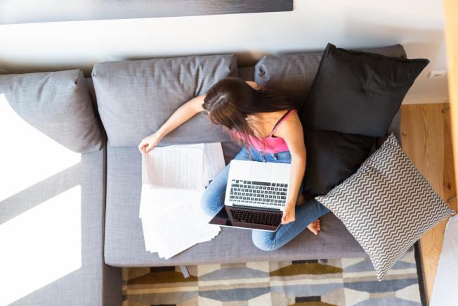 許多上班族為了防疫開始在家上班,但忙碌時間比辦公室加倍。圖/ingimage 提供
