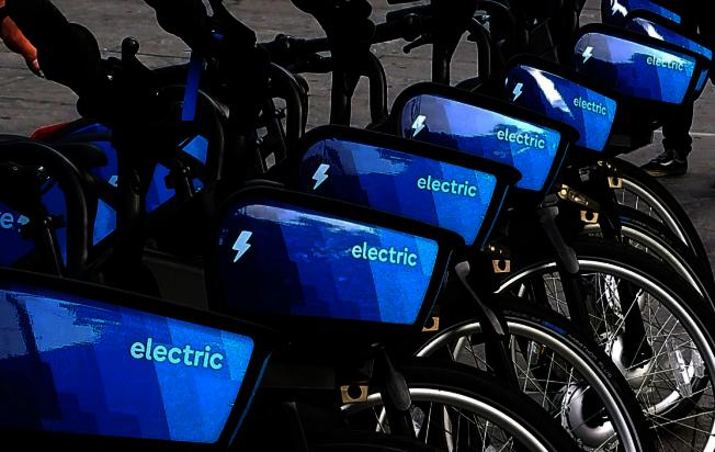 Lyft將為在抗疫前線工作的民眾提供免費的共享單車服務,呼籲相關人士儘快註冊成為會員。(本報檔案照)