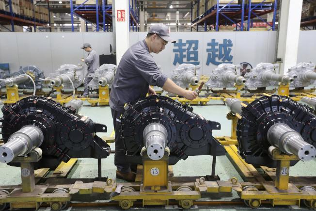 北京美商商會成員們正在削減成本、修改預算和更改年度展望,但無意調整或減少員工。(美聯社)