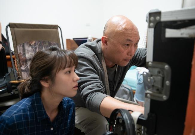 導演鄧安寧(右)挑戰演員極限,金鐘視后黃姵嘉也被搞瘋。(圖:公視提供)