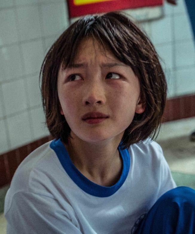 易烊千璽與周冬雨(圖)傳出因為合作電影《少年的你》相戀,粉絲紛紛表示不相信。(取材自豆瓣電影)