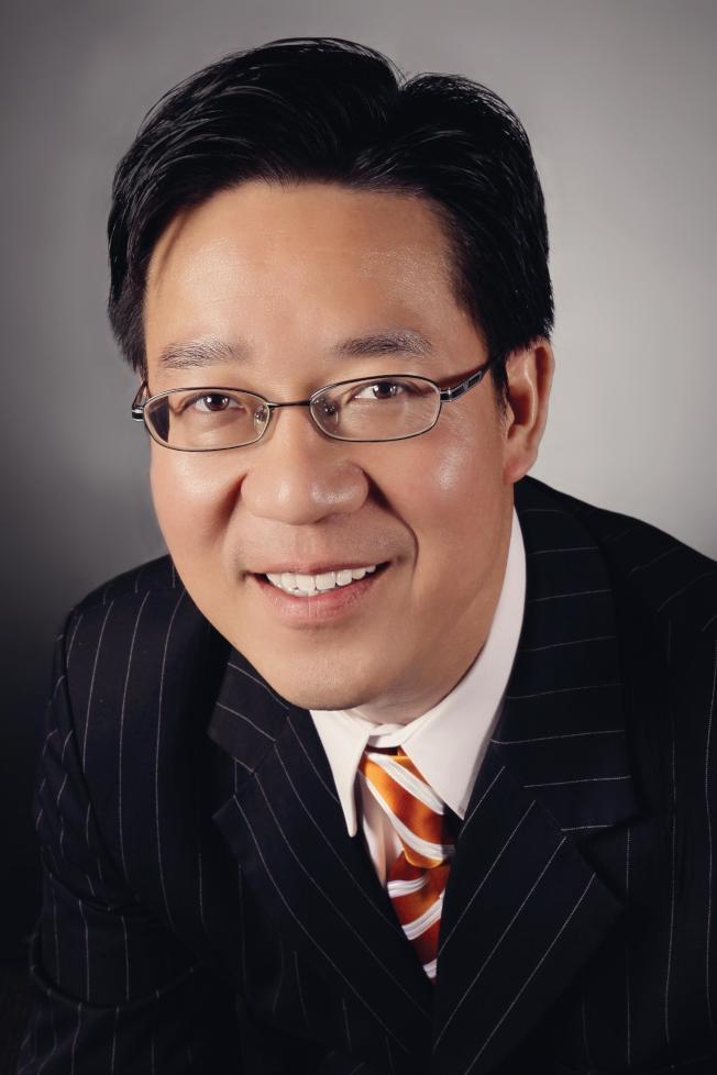精英理財的總裁黃曉東先生。