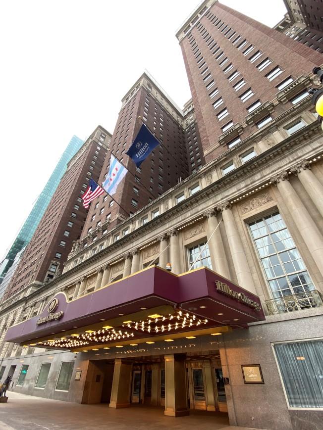 位於南密西根大道的希爾頓酒店,擁有1544個房間,為芝加哥規模最大且歷史最悠久的酒店之一,即日起關閉。(特派員黃惠玲/攝影)