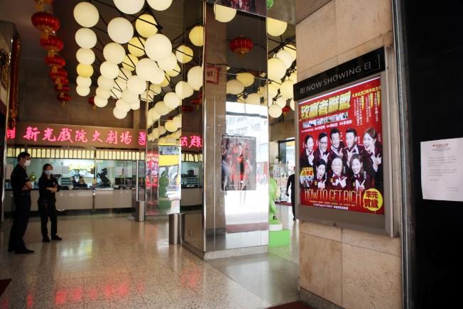香港政府規定6類場所關閉,包括遊戲機中心、浴室、健身中心、遊樂場所等,為期14天。(中通社)
