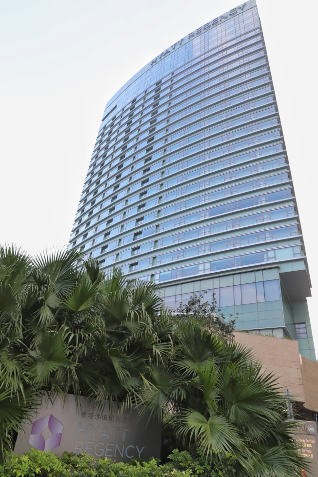 沙田凱悅酒店因女職員確診,停業14天,這是香港爆發疫情以來,首次有酒店停業。(中通社)