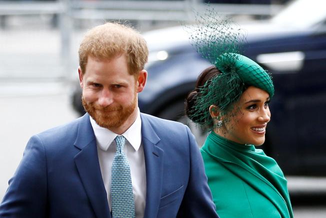 哈利王子(右)與妻子梅根(左)傳出從加拿大搬到美國洛杉磯。(路透資料照片)