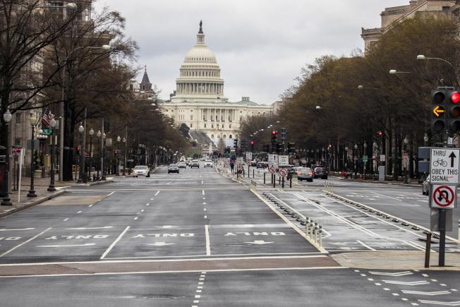 美國經濟蕭條,2兆元紓困法案為經濟開啟一線生機。(美聯社)