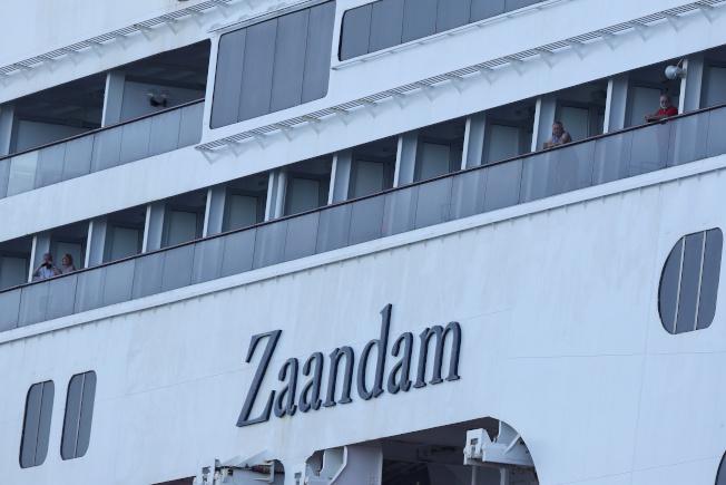 「桑達姆號」(Zaandam)郵輪傳出數十人出現類流感症狀後,被多個港口拒絕泊靠,已滯留南美的太平洋外海數日。(路透)