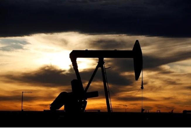 國際原油價格周五(27日)挫跌5%,連續第五周收黑。路透