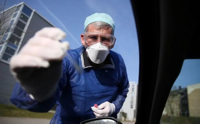德國國家級疾病防治機構羅伯特.科赫研究所(Robert KochInstitute)今天公布的統計數字顯示,境內新冠肺炎確診病例已增至4萬8582起,累計死亡病例325起。(Getty Images)