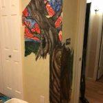 小貓抓壞壁紙 底下暗藏「山水壁畫」 屋主2年後才發現
