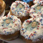「防疫明星」佛奇肖像甜甜圈、餅乾熱賣