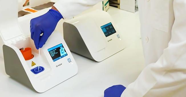 FDA批准快速檢測器,可以在數分鐘內當場驗出新冠病毒。(歐新社)