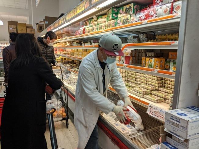 超市貨源不足,已導致部分商品價格已上漲。(記者賴蕙榆/攝影)