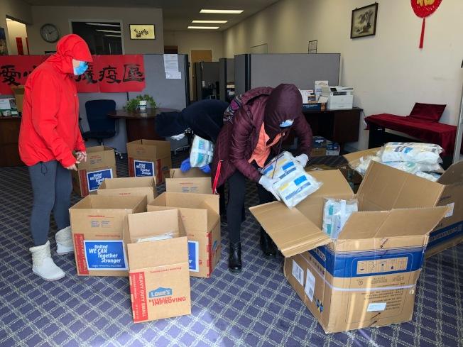由灣區多個華裔社團組成的「新冠狀病毒社區救助平台」,呼籲民眾多多捐款、捐物資,協助前線醫護人員度過難關。(圖:新冠狀病毒社區救助平台提供)