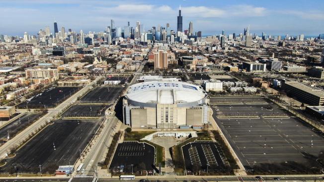 NBA若要恢復賽事進行,可能採取閉門賽,圖為芝加哥公牛隊主場聯合中心球場。(歐新社)