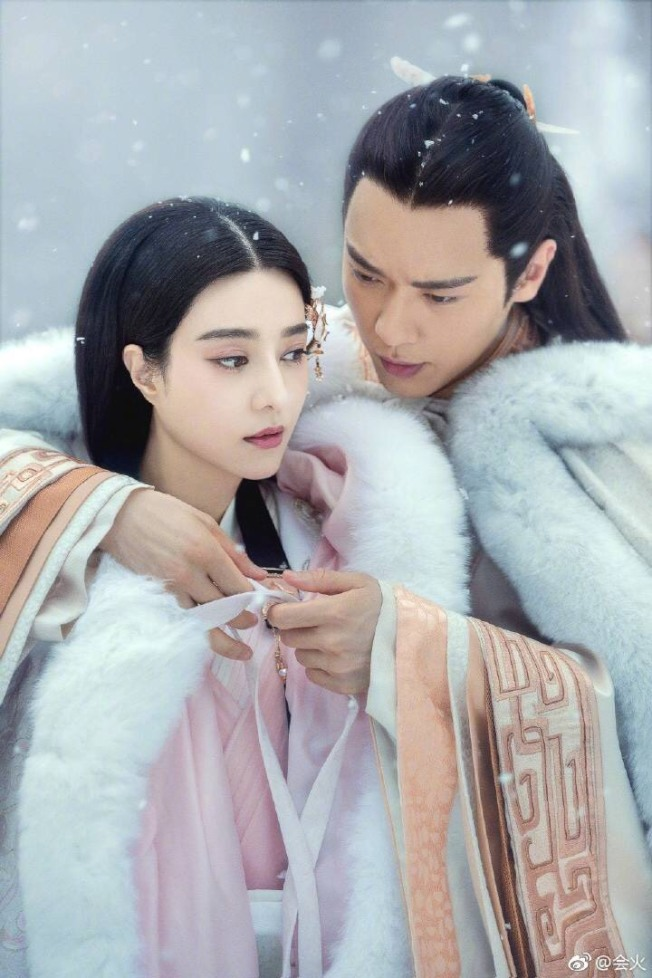 高雲翔(右)因涉案拖累自己與范冰冰主演的《巴清傳奇》,現在無罪,傳叫導演保留戲分。(取材自微博)