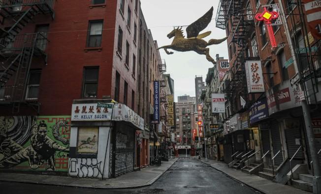 28日,紐約曼哈頓華埠店鋪關門,街道上冷冷清清。(美聯社)