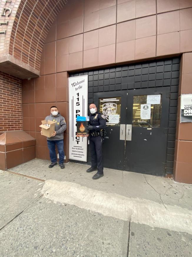 「友情客串」捐贈大批抗疫物資給警員和醫護人員。(「友情客串」提供)