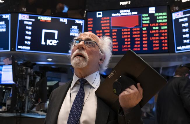美股27日翻黑重挫,之前連三日漲勢戛然而止。(美聯社)