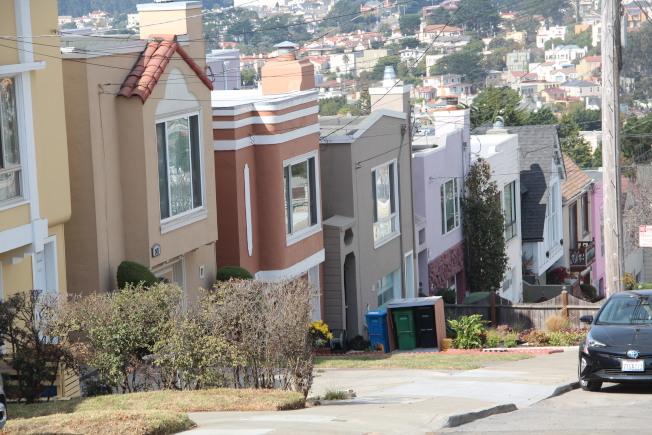 在4月和5月期間因為疫情而欠租,租客可以不用擔心被趕走。(記者李晗/攝影)