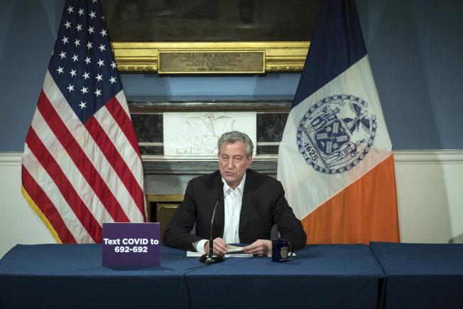 紐約市長白思豪表示,紐約市必須在4月1日補充400台呼吸器,否則醫療資源將在4月5日耗盡。(市長辦公室提供)
