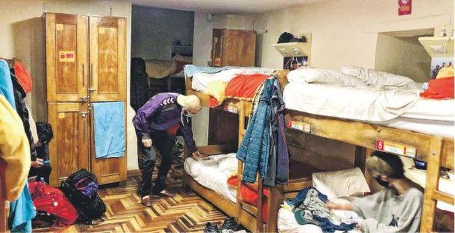 有香港遊客爆料,自己所住的庫斯科民宿已有人確診,而她目前仍住在11人房,擔心若有人染疫,自己也很危險。(取材自臉書)