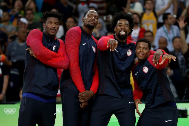 若能有像杜蘭特(左二)等級的巨星參戰,美國男籃在奧運奪金的希望就很大。(Getty Images)