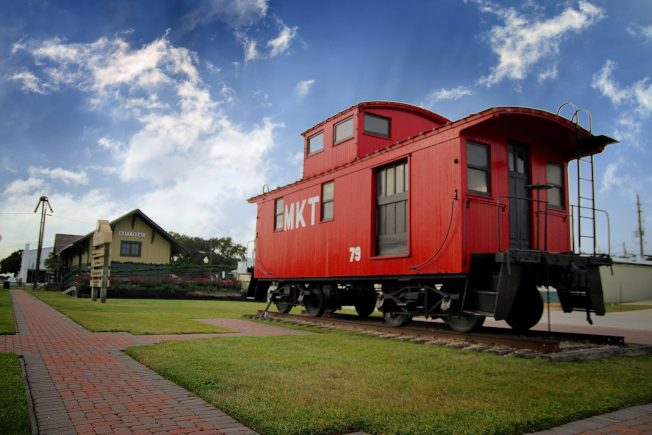MKT鐵路公司的股票代號是KT,成為凱蒂之名起源。圖為火車機組人員住宿的車廂caboose。(市府臉書)