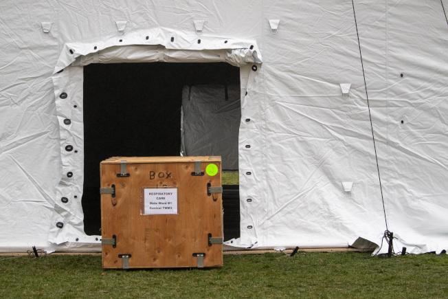 工作人員已搭建好的救護設備。美聯社