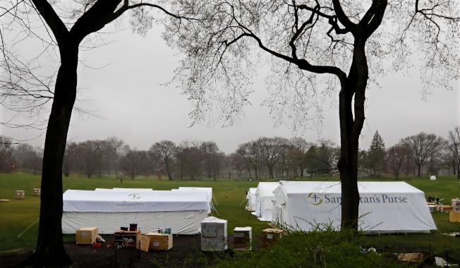 空蕩蕩的中央公園,也成了抗疫場地。歐新社