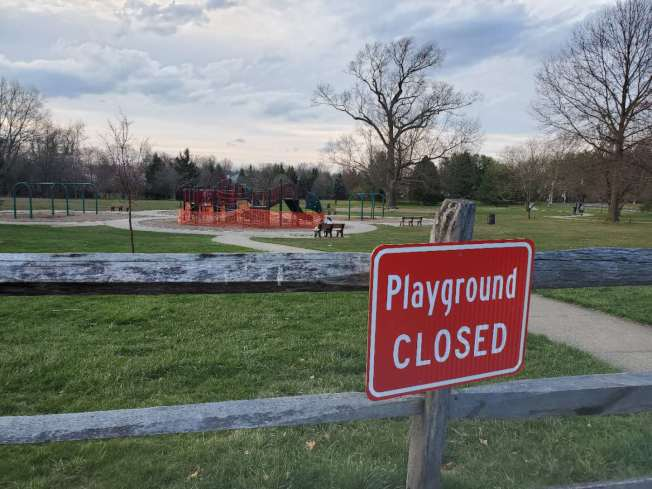 墨菲表示目前無法確定公共場所重開時間。(記者謝哲澍/攝影)
