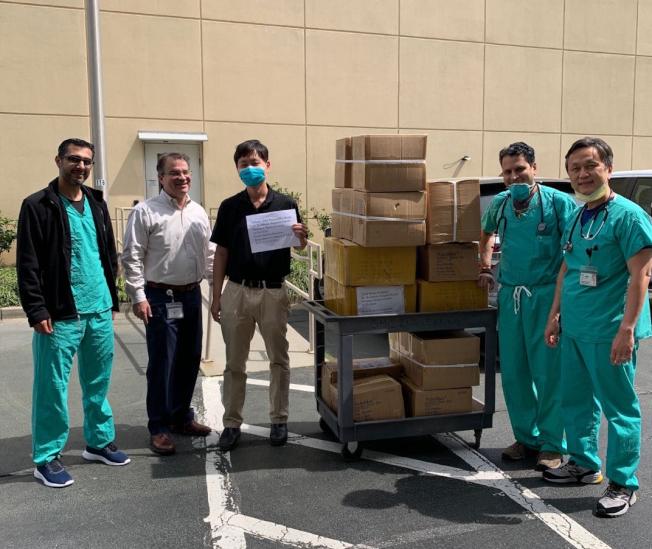 亞特蘭大中國商會捐贈2000個N95口罩給Northside Hospital Duluth-Gwinnett Medical Center。(中國商會提供)
