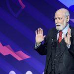 Google高層染疫 76歲網際網路之父塞夫確診