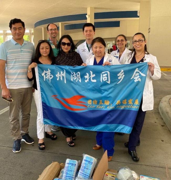 佛州湖北同鄉會捐贈2700個口罩給醫院。(佛州華聯和CASEC提供)