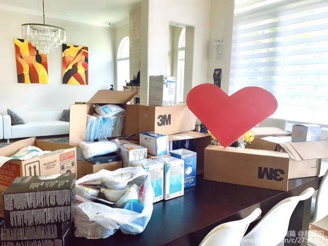 住在邁阿密的美玲和她在醫院工作的先生花費3萬多元,自己購買1萬多口罩捐贈給物資短缺的醫院。(顏耀揚提供)