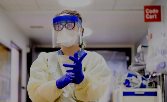 紐森需要更多醫護人員到醫院應付迅速增加的新冠病毒病人。(取材自舊金山加大醫學院)