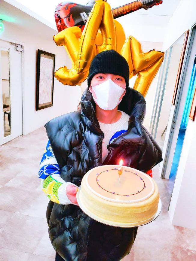 蕭敬騰慶祝33歲生日。(圖:喜鵲娛樂提供)