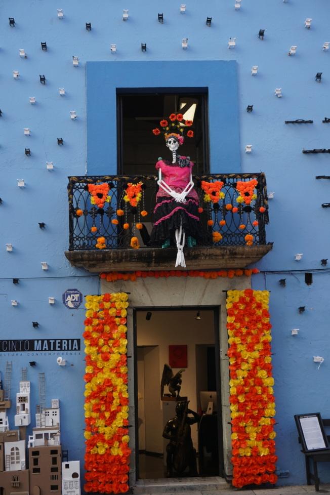 瓦哈卡亡靈節時街頭的情景。(冰荷.圖片提供)