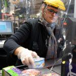 財富人生 | 疫情堅守崗位 超市為員工加薪