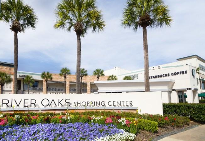 河橡購物中心是休士頓地區的第一家。( 購物中心網頁)