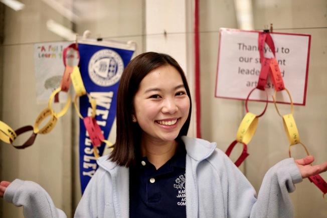 王惠恩挺進耶魯大學笑得開心。(亞凱迪亞學區提供)