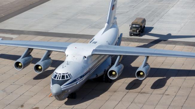 載著援助美國醫療用品的俄國軍用貨機。俄國國防部提供