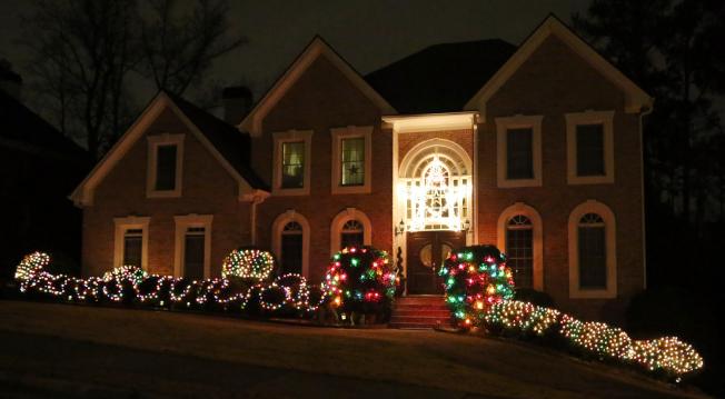 現在正是進場布局投資聖誕假日燈串的季節。