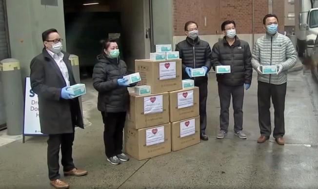 費城僑學界募款捐贈醫院口罩。(ABC新聞截圖)